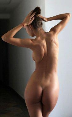 Amazing brunette Elin does a very seductive striptease