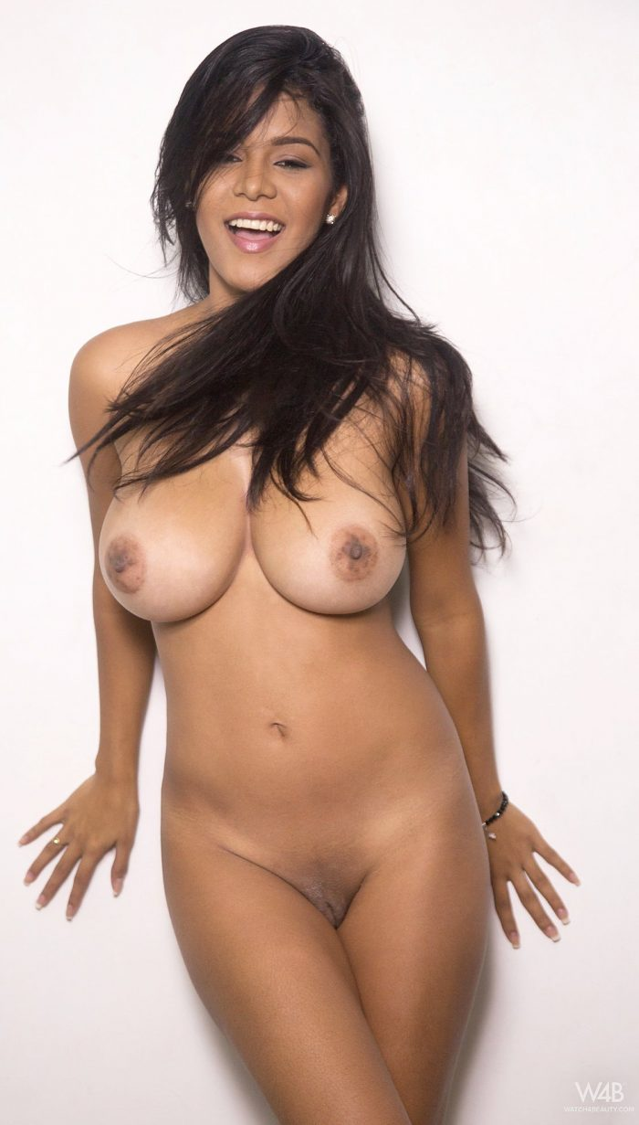 Busty brunette Kendra Roll shows perfect body without clothes