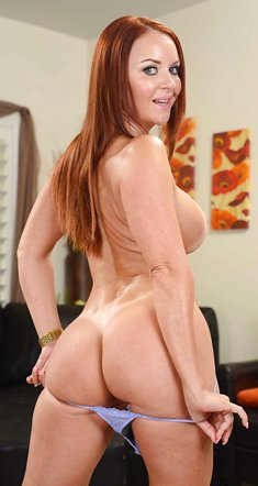 MILF Janet Mason wants you to see her perfect body totally naked