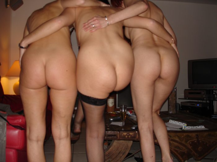 Just naked – Three sexy butts