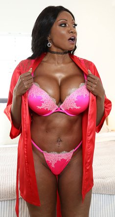 Busty ebony Diamond Jackson in sexy lingerie