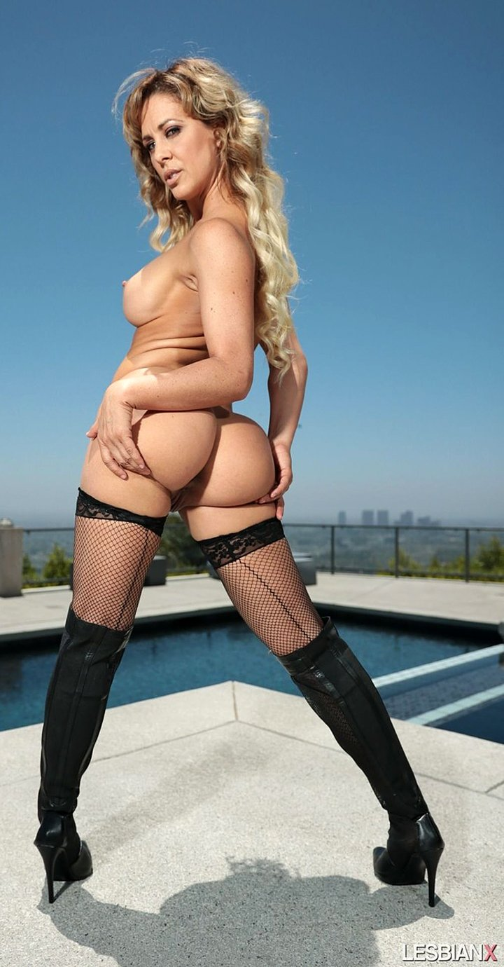 MILF Cherie DeVille offers hot bubble butt and big tits poolside