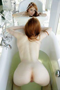 Cute redhead Jia Lissa in the bath