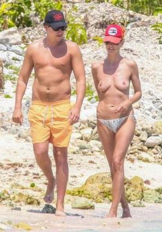 Heidi Klum Topless on her Vacation in Mexico
