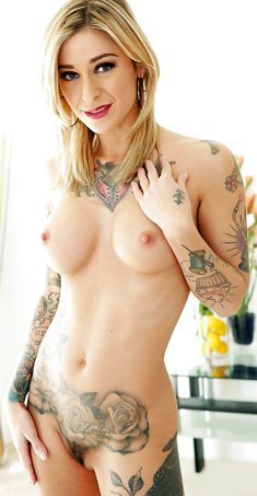 Tattooed blonde Kleio Valentien freeing big boobs and butt from dress