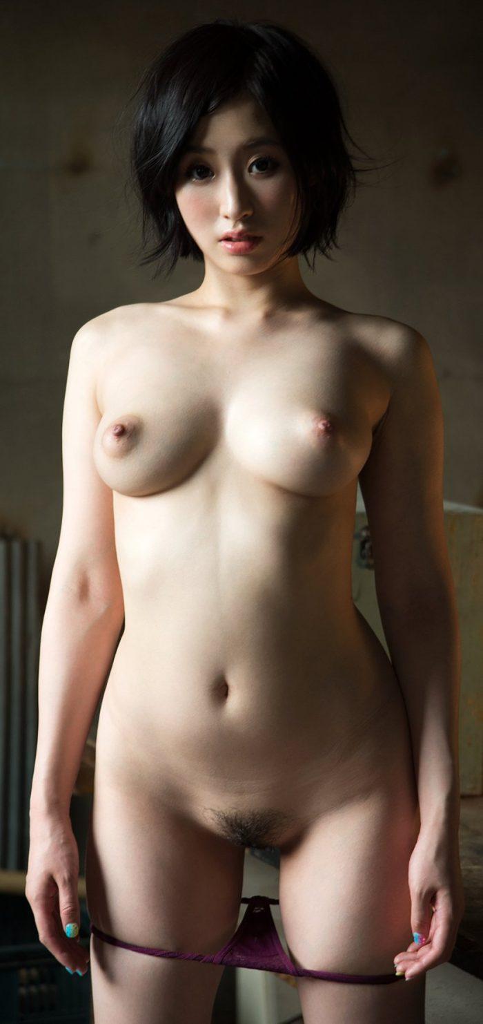 Asian beauty Sana Imanaga shows naked her perfect body