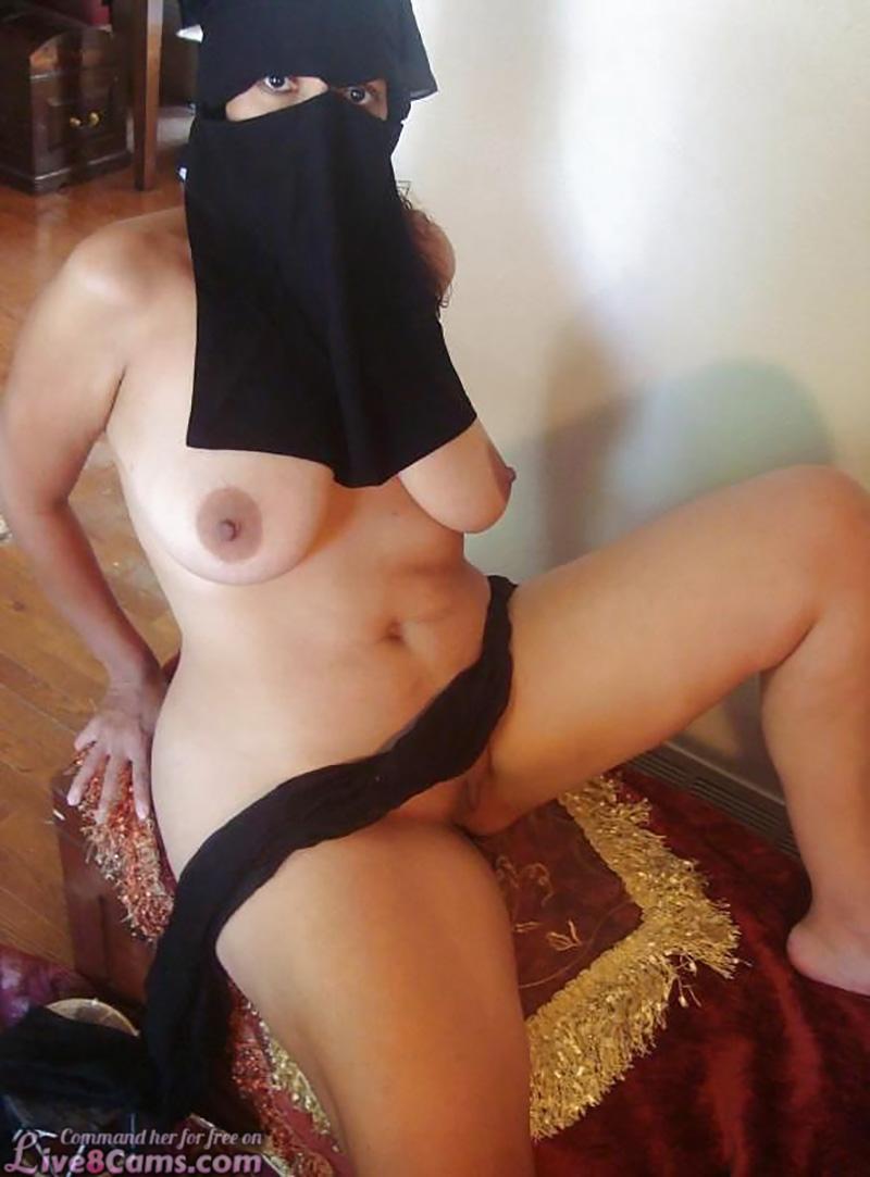 Arab woman with big Boobs
