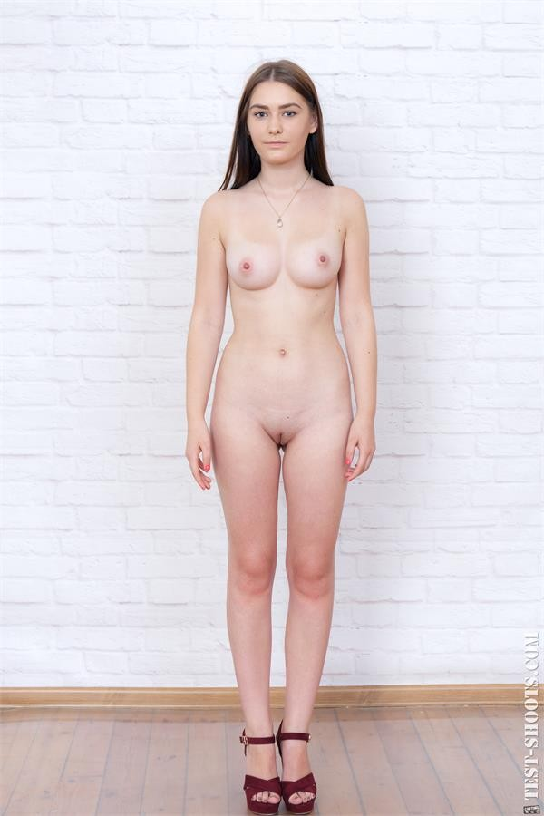 Sanija student of faculty of chemistry first time poses naked in casting