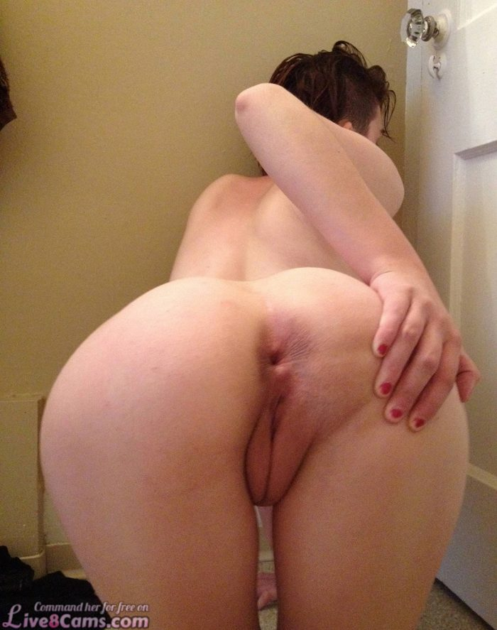 Amateur brunette shows pussy and ass