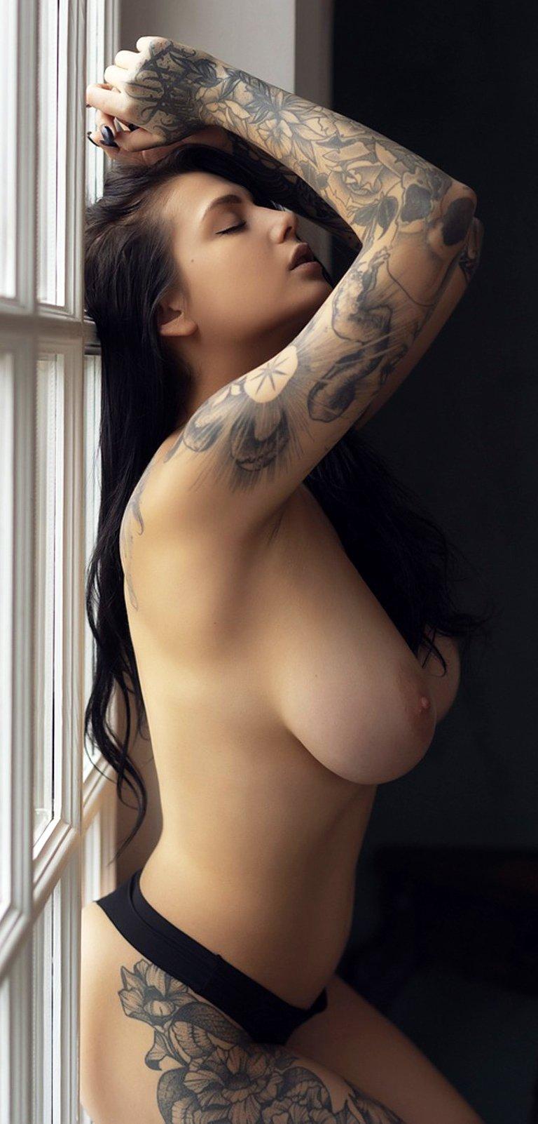 Brunette Evgenia Talanina loves posing for you