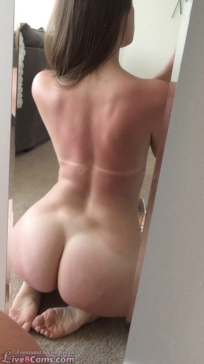 Amateur makes selfie of her sexy Ass