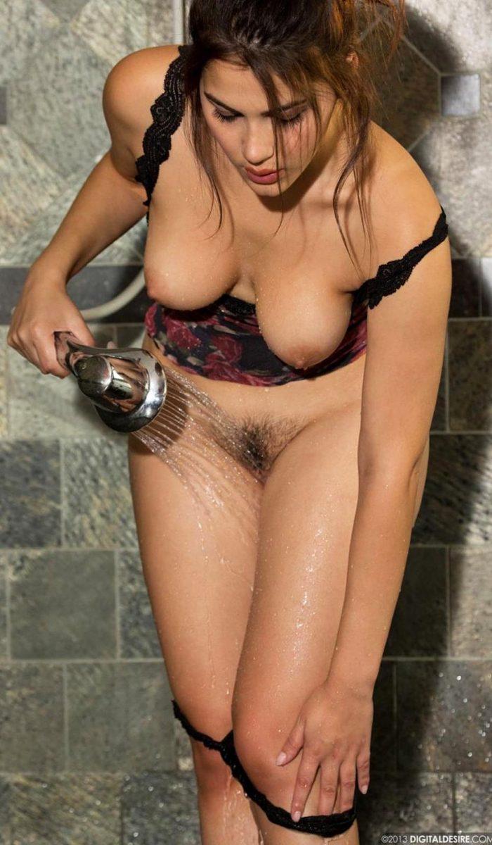 Valentina Nappi Sexy Shower