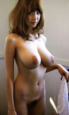 Amateur asian girl shows her huge Boobs