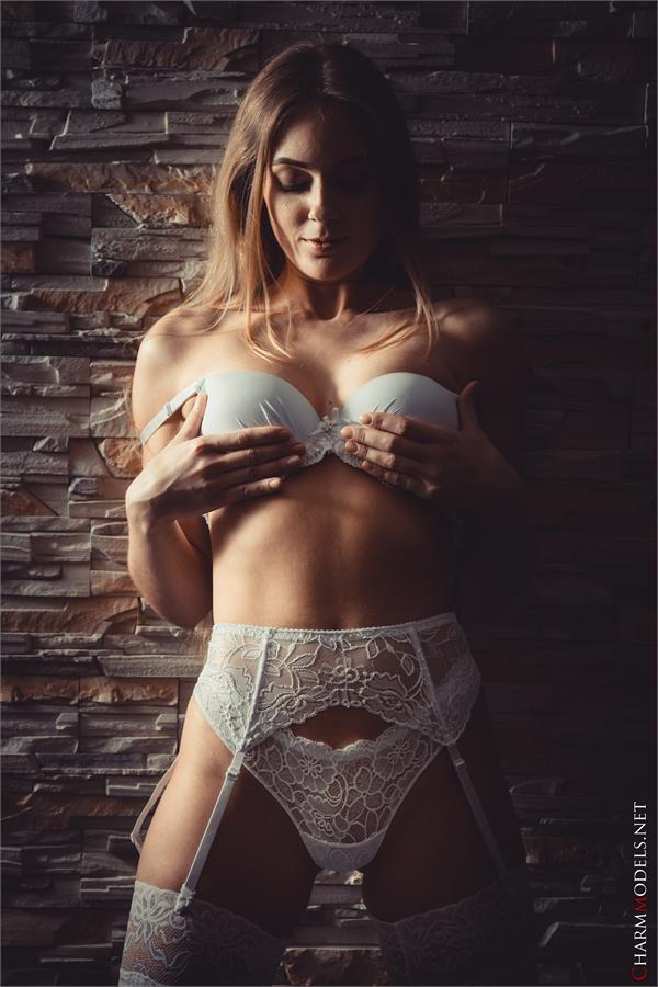 Cibella Diamond perfect body girl with white sexy lingerie