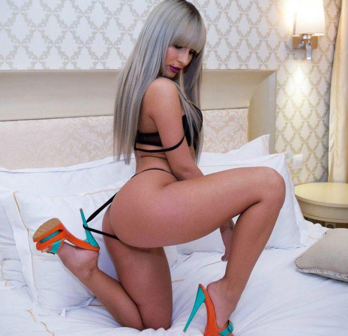 Sexy Hot Blonde Cam Girl In High Heels