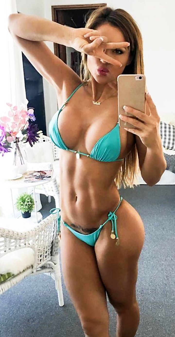 Cute brunete with strong abs