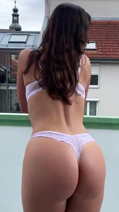 Booty girl with big ass