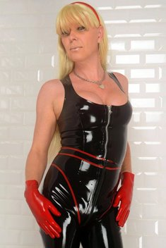 Busty shemale Joanna Jet in black latex