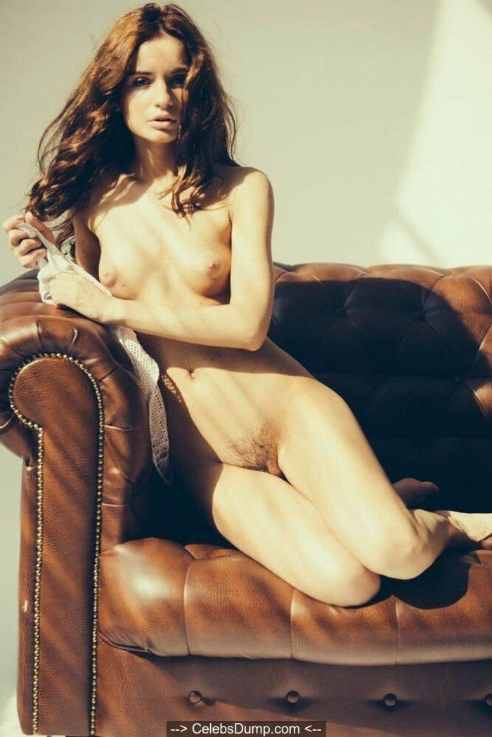 Ekaterina Zueva fully nude