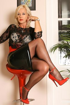 Amazing legs Astrid