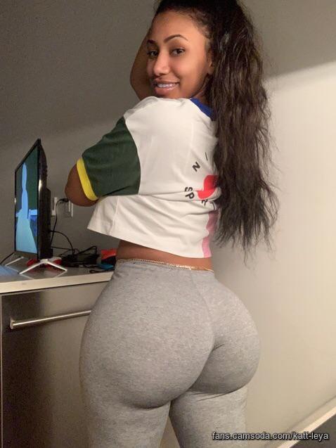 Round butt babe