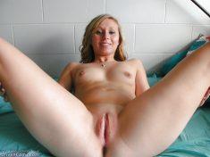 Cute bald pussy