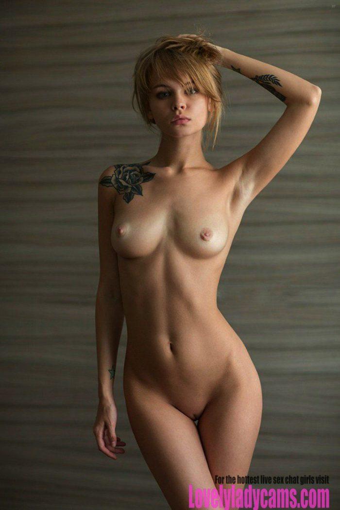 Sexy tits babe
