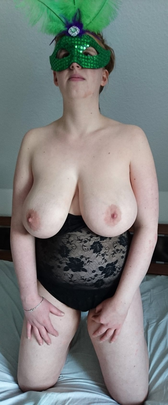 Amateur MILF shows her Big Boobs and Naked Body