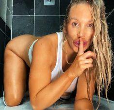 [DayWithAPornstar] Rebecca More (Rebecca's Shower Time Fun)
