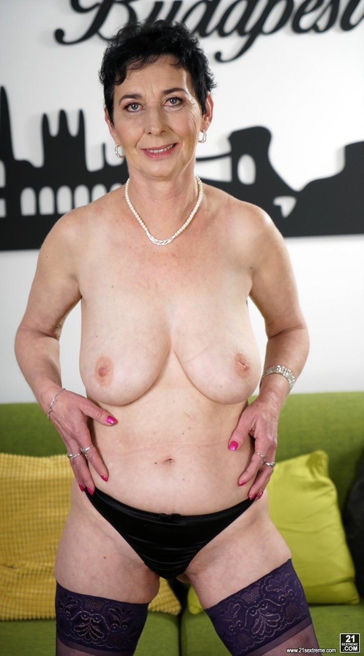 Short haired older woman reveals her nice big natural tits and sexy ass