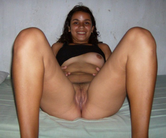 Cute latina shows her nice pussy