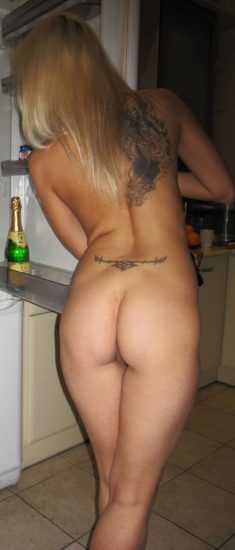 Amateur blonde with nice sexy ass