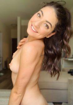 Sexy brunette babe