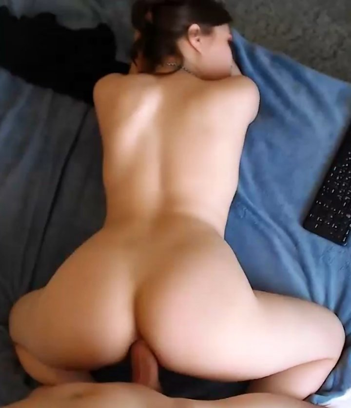 Horny girlfriend takes it in her asshole while on period