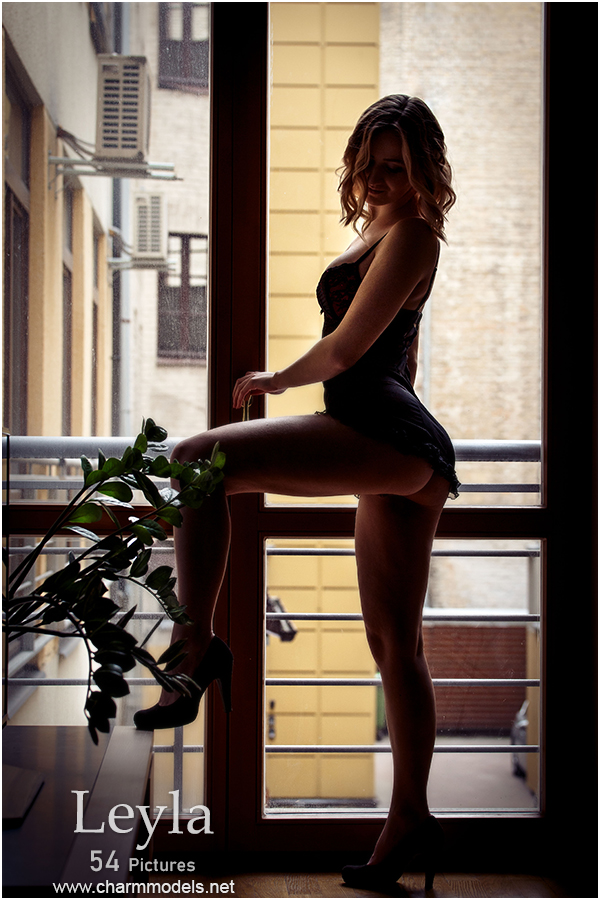 Leyla glamour babe in black lingerie at the window