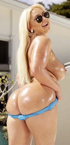 Curvy Serbian babe Nina Kayy flaunts her oiled bubble ass