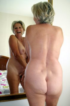 Busty mature women in amateur photos