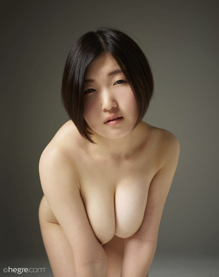 Japanese model Hinaco in nude photos