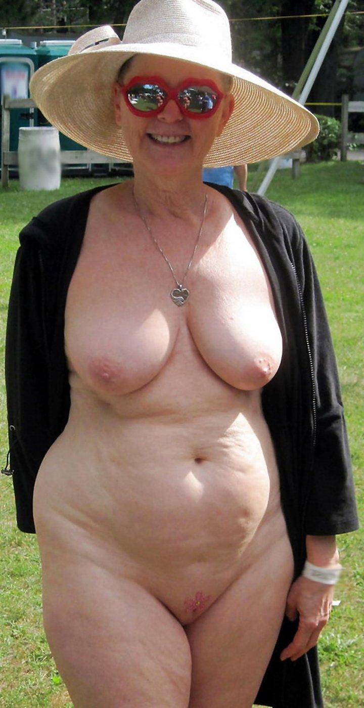 Older busty amateurs showing off their naked bodies