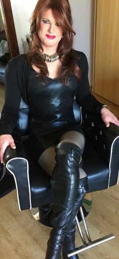 Hot crossdresser in leather