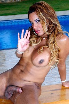Kamilly Santos waving to play