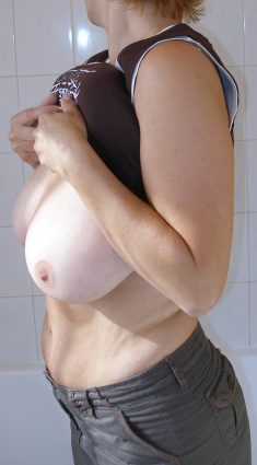 Amateur girls shows tits