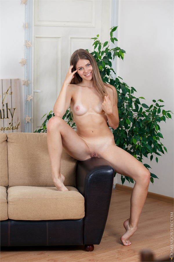 Evelina supermodel shows naked body
