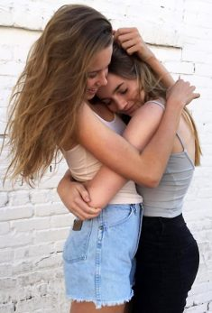 Girls who likes Girls – snuggles