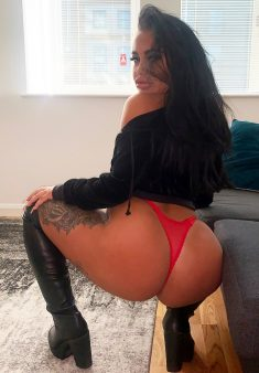 Watch Candy B live on cam