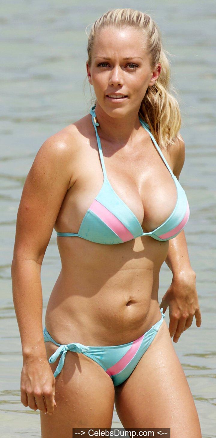 Kendra Wilkinson sexy cleavage in bikini in Hawaii