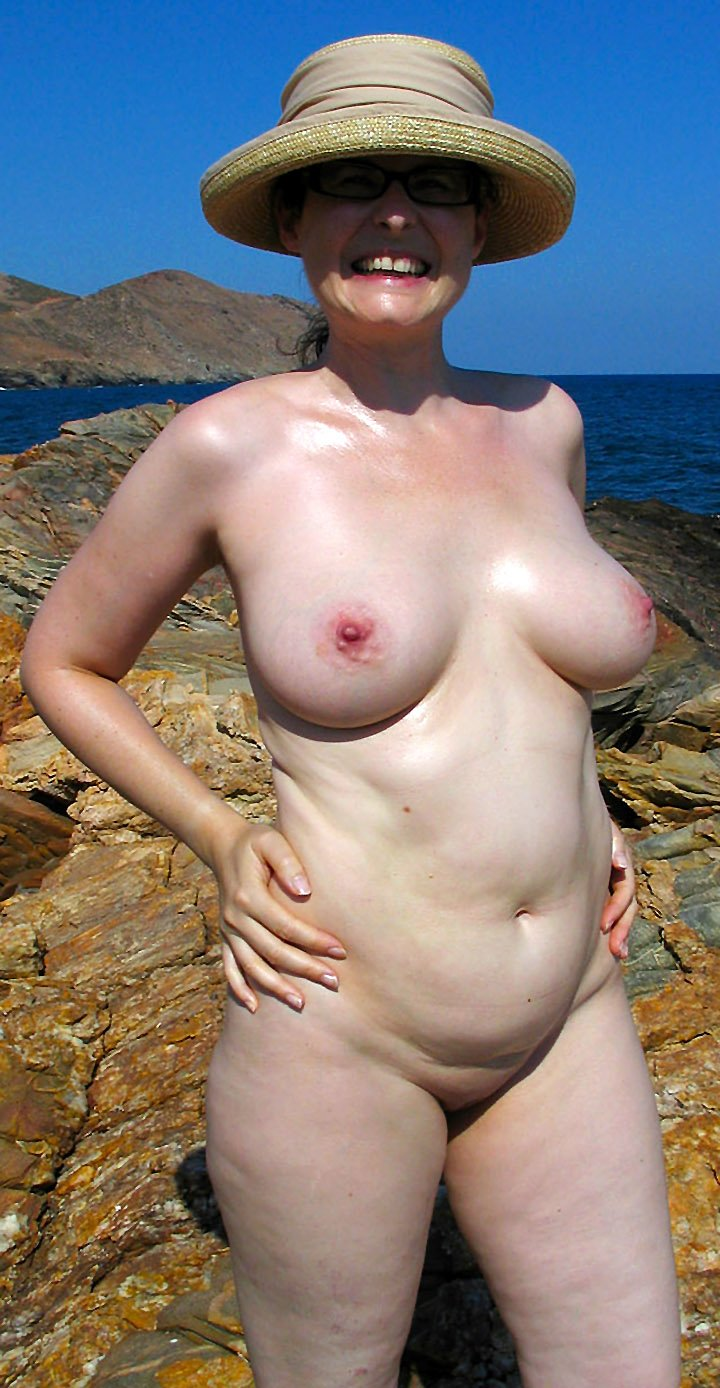 Amateur mature women with big tits posing naked