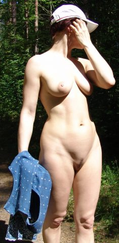 Busty amateur with a trimmed pussy naked in the woods