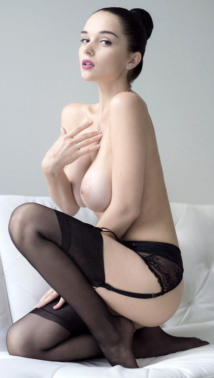 Dark haired bombshell Eugeniya shows its amazing curves