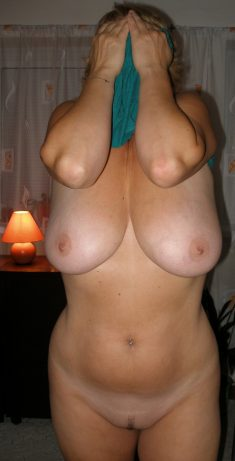 Hot amateur wife with big boobs and trimmed pussy